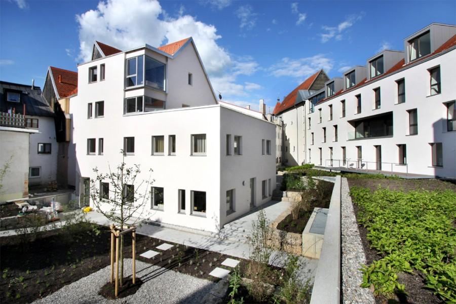 Innenhof des Schwanengeländes mit Rückansicht des Schwarzen Adler in der Bäckerstraße 9. Foto: Ralf Lienert