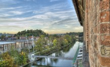 """Blick von der Rosenau Richtung Norden gen Altstadt auf den Iller-Radwanderweg Ulm-Oberstdorf und die """"unsichtbare"""" Burg auf der Burghalde. Foto: Stephan Schmidt"""